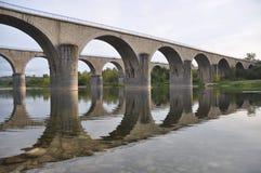 ardeche bridges crossingflodstenen Fotografering för Bildbyråer