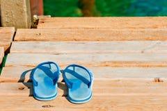 Ardesie su un pilastro di legno vicino al mare Fotografia Stock Libera da Diritti