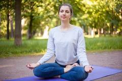 Ardha Padmasana瑜伽姿势 免版税库存照片