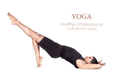 Ardhachakrasana van de yoga stelt Royalty-vrije Stock Foto's