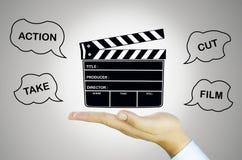 Ardoise de film sur la main humaine Photographie stock