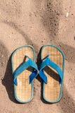 Ardoises sur la plage de sable Image stock