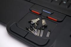 Arduino transistorer, protoboard med LED ställde upp Royaltyfria Foton