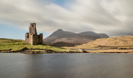 Ardvreck Castle, λίμνη Assynt, Χάιλαντς Σκωτία Στοκ εικόνα με δικαίωμα ελεύθερης χρήσης