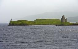 Ardvreck slott på fjorden Assynt Royaltyfria Bilder