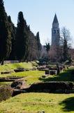 Area archeologica e campanile fotografia stock libera da diritti