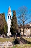 Area archeologica e campanile di Aquileia fotografia stock