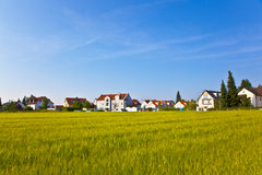 Area dell'alloggio nel paesaggio rurale nell'area della periferia di Monaco di Baviera Fotografie Stock Libere da Diritti