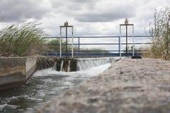 Area della cateratta al canale enorme di irrigazione, Estremadura, Spagna Fotografie Stock Libere da Diritti