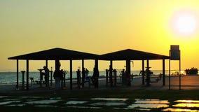 Area di attività di formazione pubblica di sport vicino alla spiaggia archivi video