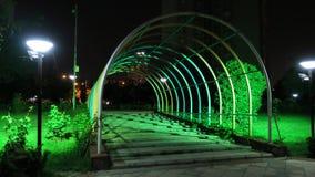 Area di camminata nell'ambito delle luci verde fotografia stock libera da diritti