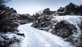 Area di Dimmuborgir, caverne vulcaniche e roccia in Islanda Immagine Stock
