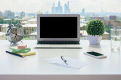 Area di lavoro con il computer portatile Fotografia Stock Libera da Diritti