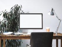 Area di lavoro con lo schermo in bianco rappresentazione 3d Immagine Stock
