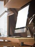 Area di lavoro con lo schermo in bianco sulla tavola di legno rappresentazione 3d Fotografia Stock Libera da Diritti