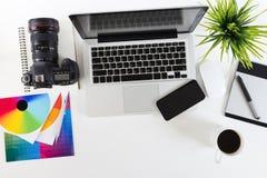 Area di lavoro di fotografia sulla vista superiore fotografie stock