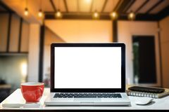 Area di lavoro di vista frontale con il computer, fotografie stock libere da diritti