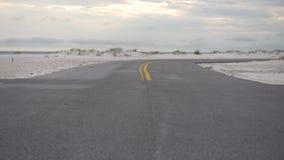 Area di parcheggio dell'automobile a Pensacola, Florida Area della spiaggia Strada vuota stock footage