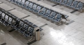Area di partenza del terminale di aeroporto dentro fotografie stock