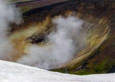 Area geotermica di Landmannalaugar con le sue sorgenti di acqua calda di cottura a vapore e montagne variopinte della riolite, vi fotografie stock