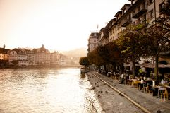 Area pranzante del lato del lago in Lucerna, Swizerland immagini stock libere da diritti