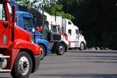 area rest semi trucks 库存照片