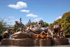 Area scenica di Buddha del gigante di Wuxi Lingshan & x22; un gioco di 100 bambini Maitreya& x22; grande scultura bronzea Immagini Stock Libere da Diritti