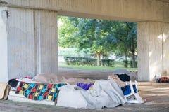 Area senza tetto sotto il ponte Immagini Stock Libere da Diritti