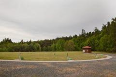 Areal av lerduveskytteområde under molnig dag fotografering för bildbyråer