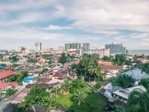 Areal cityscape av den Balikpapan staden Fotografering för Bildbyråer