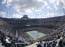 Areal sikt av Arthur Ashe Stadium på Billie Jean King National Tennis Center under US Open 2013 Royaltyfri Bild