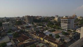 Areal sikt av den Conakry stadsgatan, Guinea stock video