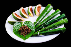 Areca καρύδι, betel - καρύδι που μασιέται με το φύλλο Στοκ εικόνες με δικαίωμα ελεύθερης χρήσης