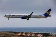 ARECIFE,西班牙- 2017年4月, 16 :波音神鹰757-300与t的 库存图片