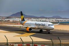 ARECIFE,西班牙- 2017年4月, 15 :空中客车托马斯厨师A321与 免版税库存图片