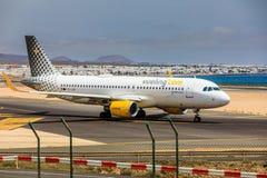ARECIFE,西班牙- 2017年4月, 15 :空中客车A320 vueling com与 免版税库存图片
