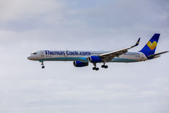 ARECIFE, ΙΣΠΑΝΙΑΣ - 15 ΑΠΡΙΛΙΟΥ, 2017: Boeing 757-300 ThomasCook Κοβάλτιο Στοκ Εικόνα