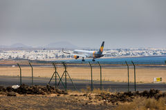 ARECIFE, ИСПАНИЯ - 16-ОЕ АПРЕЛЯ 2017: Боинг 757-300 кондора с t Стоковые Фото