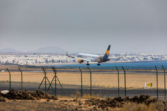 ARECIFE, ИСПАНИЯ - 16-ОЕ АПРЕЛЯ 2017: Боинг 757-300 кондора с t Стоковые Изображения RF