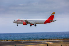 ARECIFE, ESPAÑA - ABRIL, 15 2017: Airbus A321 de IBERIA con Fotografía de archivo