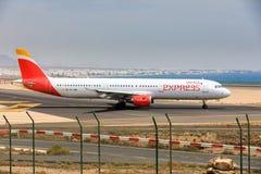 ARECIFE, ESPAÑA - ABRIL, 16 2017: Airbus A321 de IBERIA con Foto de archivo