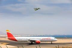 ARECIFE, ESPAÑA - ABRIL, 16 2017: Airbus A321 de IBERIA con Fotos de archivo