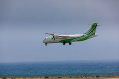 ARECIFE, ESPAGNE - AVRIL, 16 2017 : ATR 72 de Binter avec REGIS Photographie stock