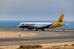 ARECIFE, ESPANHA - ABRIL, 16 2017: Airbus A321 de Monarch Airlines foto de stock royalty free