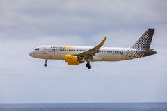 ARECIFE, ESPANHA - ABRIL, 15 2017: Airbus A320 de vueling COM com Imagem de Stock