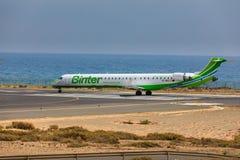 ARECIFE, ESPANHA - ABRIL, 16 2017: Canadair CRJ-1000 da sagacidade de Binter Imagem de Stock