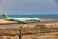 ARECIFE, ESPANHA - ABRIL, 16 2017: Canadair CRJ-1000 da sagacidade de Binter Fotografia de Stock