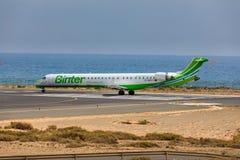 ARECIFE, ESPANHA - ABRIL, 16 2017: Canadair CRJ-1000 da sagacidade de Binter Imagens de Stock
