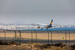 ARECIFE, SPAGNA - APRILE, 16 DEL 2017: Boeing 757-300 del condor con la t Fotografia Stock