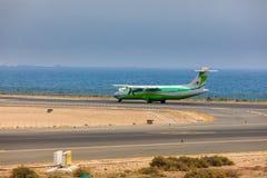 ARECIFE SPANIEN - APRIL, 16 2017: ATR 72 av Binter med regisen Arkivbilder